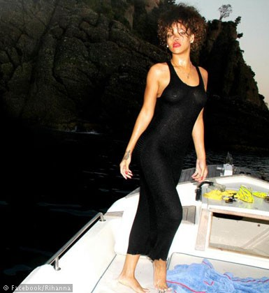 Rihannas-holiday-album-1111-28
