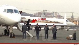 0205-justin-bieber-article-plane-tmz-wm-4